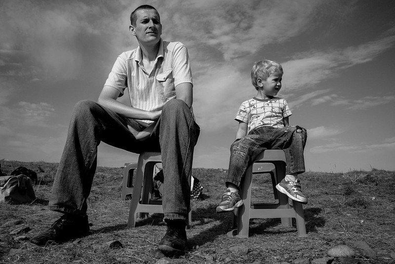 Взрослые, дети, высокие люди Растут во времени люди... растет и молодость их...photo preview