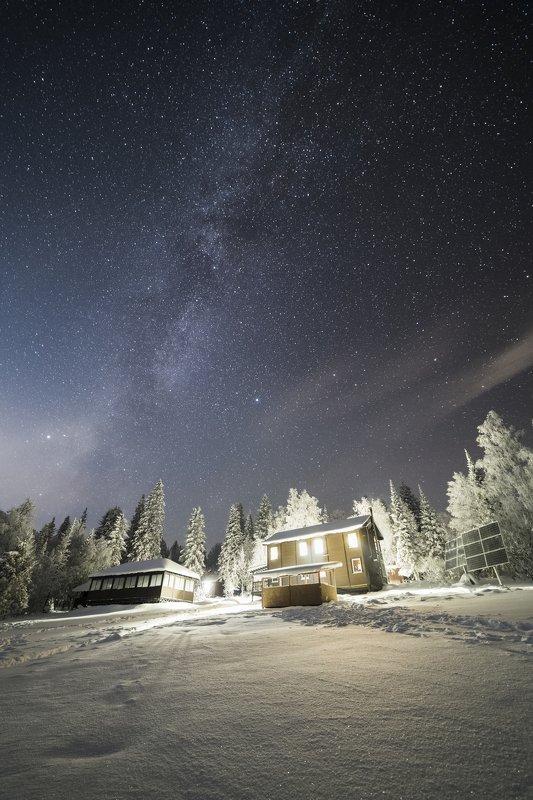 Ночь над приютом на Таганаеphoto preview