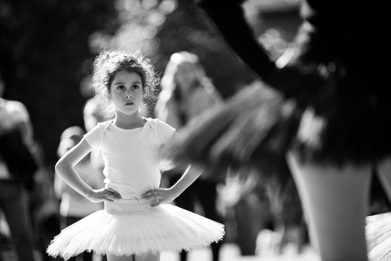 стрит, репортаж, жанр, москва, черно-белая Открытые уроки балетаphoto preview