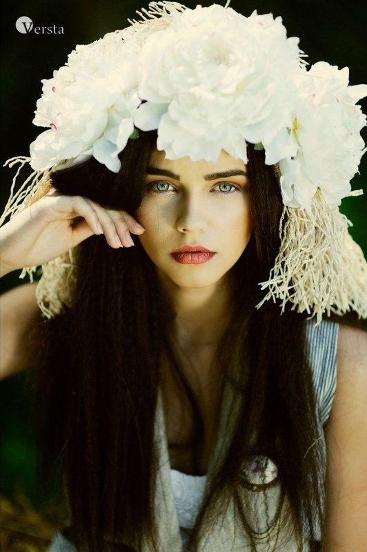 Весна, Глаза, Девочка, Етно, Лето, Молода, Сіно, Юнность Під відкритим небомphoto preview