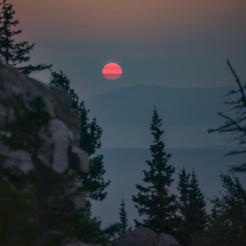 Восход солнца с хребта Зюраткуль