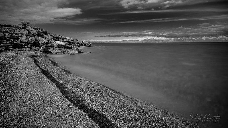 кыргызстан, озеро иссык-куль, декабрь 2015 глазированное золотишкоphoto preview