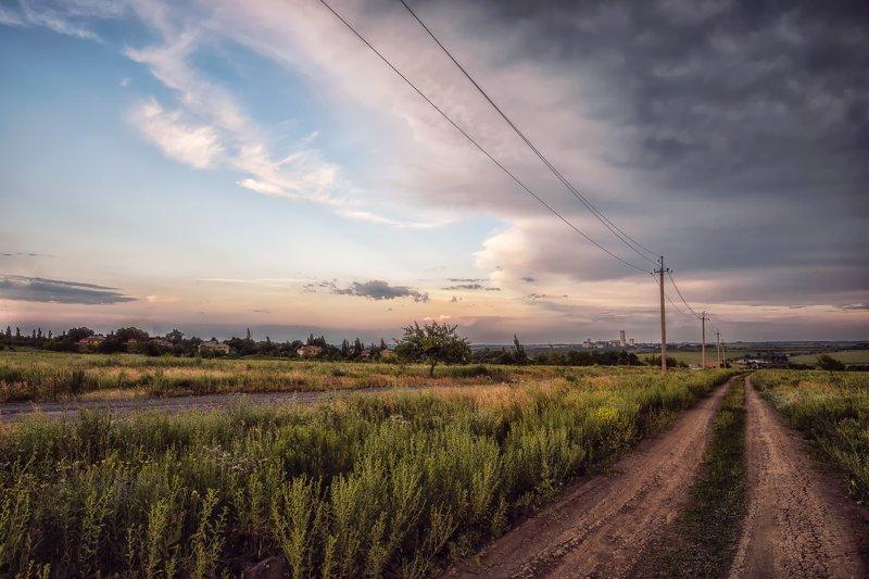 пейзаж, небо, тучи, дорога, дома, провода, столбы, трава, деревья Перед дождёмphoto preview
