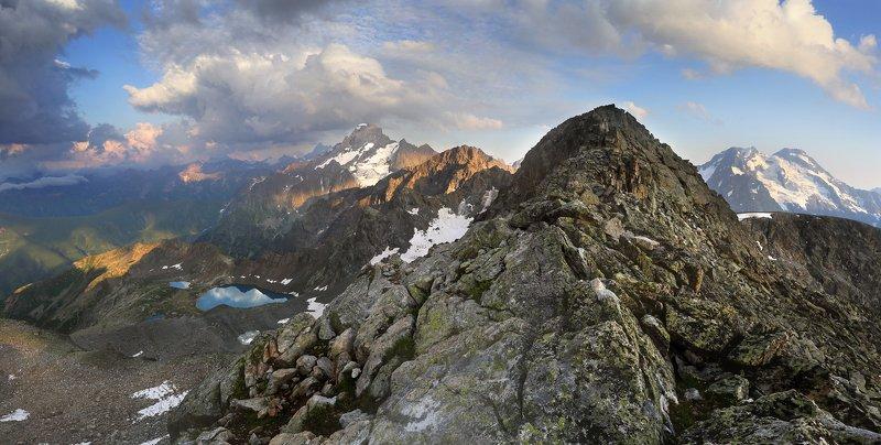 В горах Кавказаphoto preview