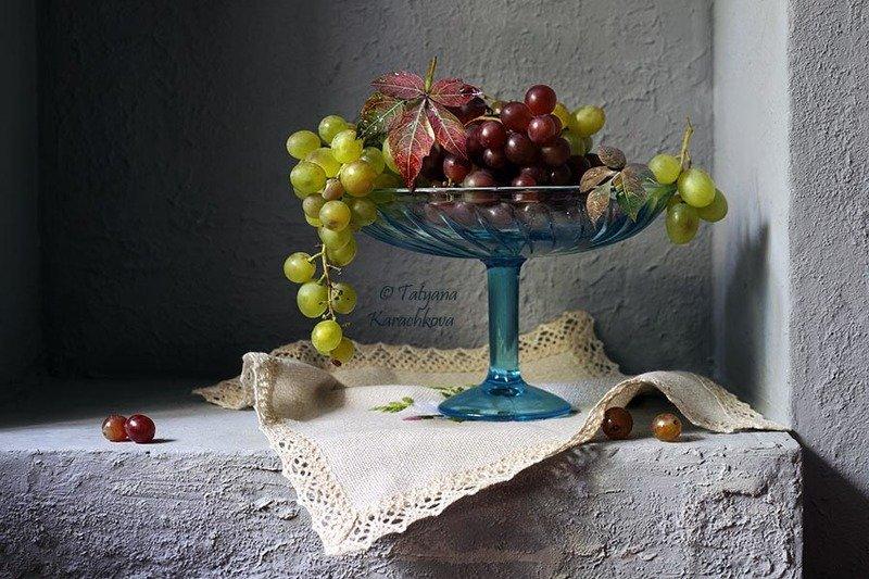 натюрморт, виноград, ниша, ваза Маленький натюрморт с виноградом в нишеphoto preview