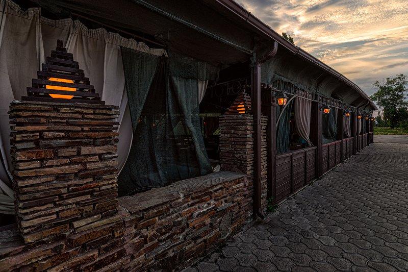 кафе, вечер, фонари, занавеси, камень, плитка Вечернее кафеphoto preview
