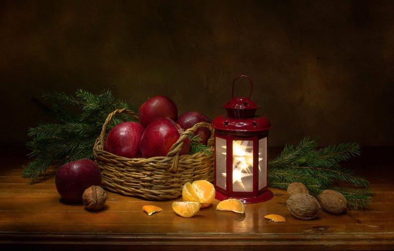 натюрморт, ель, яблоки, фонарик А скоро  Новый год.... фото превью