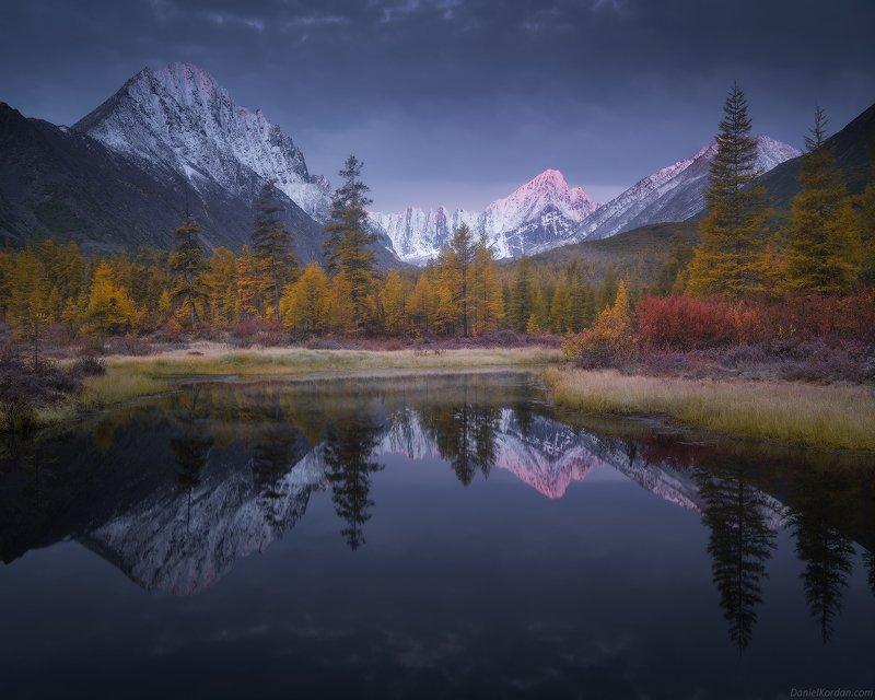Колыма, озеро Джека Лондона Минута рассветаphoto preview