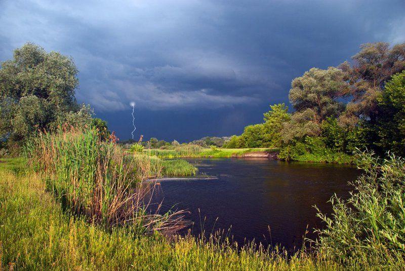 речка , деревья , гроза рядом с грозойphoto preview