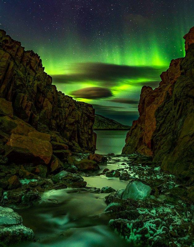 Гаснущие огни ночной иллюминации.photo preview