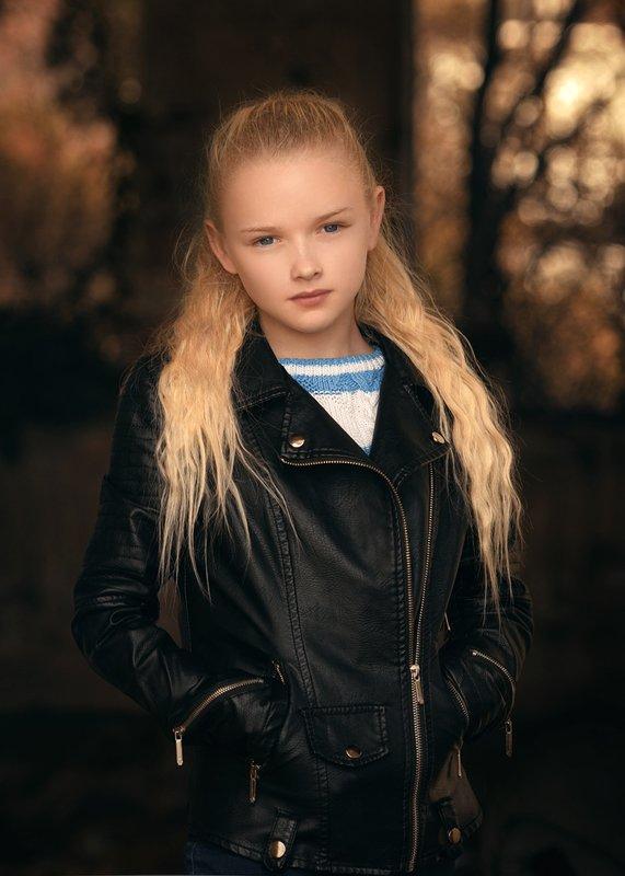 девушка, модель Каринаphoto preview