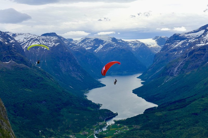 sport, nature, view, landscape, Norway, water, fjord, mountain, snow, people, fly, paragliding, high, red, colors, clouds, sky,  Мы не летаем, - мы спускаемся с небесphoto preview