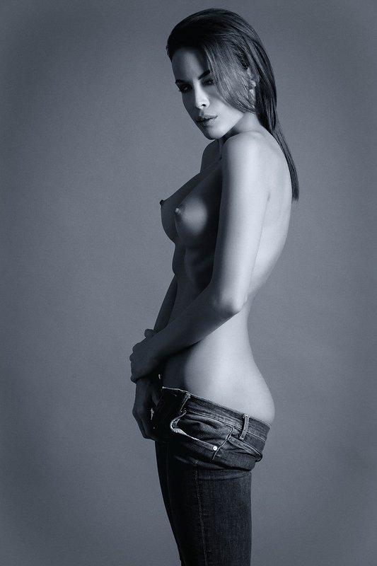 model, fine art,nude, naked, sexy, sensual, monochrome, woman, female, body, erotica, glamour, curves, portrait, beautiful, fashion, jeans, Viviphoto preview