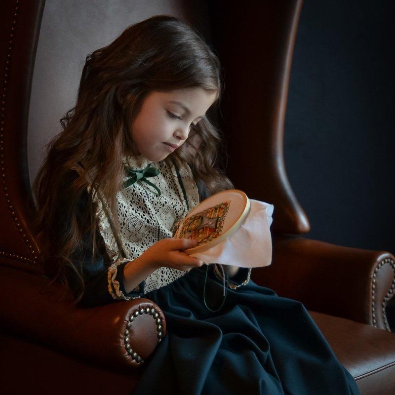 портрет, жанровый портрет, взгляд, питер, вдохновение, девушка, Вышивальщица.photo preview