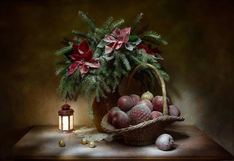 натюрморт, ель, яблоко, яблоки, шар, пуансеттия Новый год к нам мчится.... фото превью