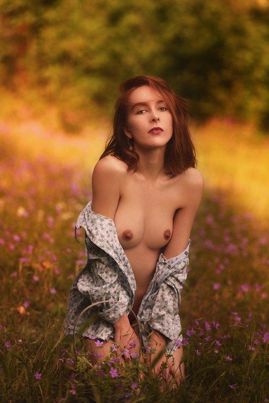 девушка, модель, ню Цветочная поляна.photo preview