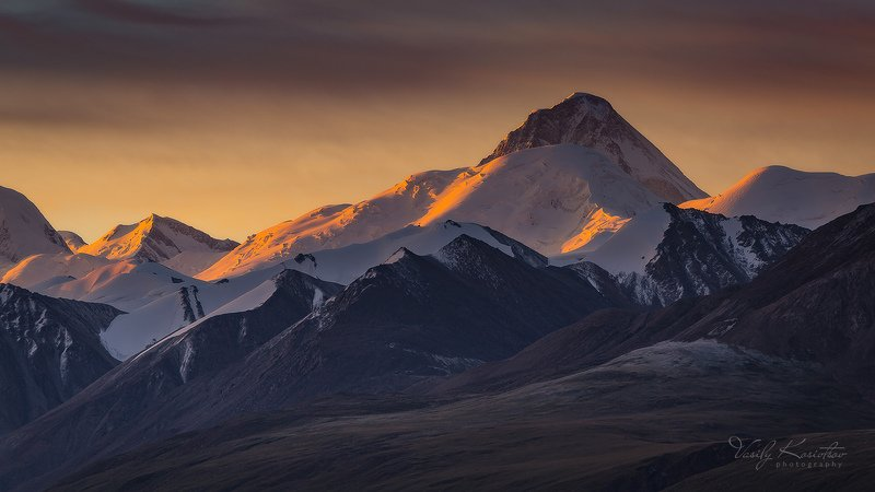 кыргызстан, центральный тянь-шань, долина, река сарыджаз хрустящее утро... и подглядывающий Ханphoto preview