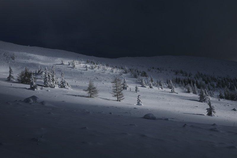 озеро, горы, лес, природа, закат, рассвет, красота, приключения, путешествие, облака Луч света в темном царствеphoto preview
