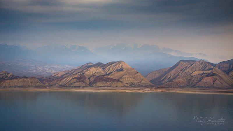 кыргызстан, тянь-шань, токтогульское водохранилище утро туманное... утро цветноеphoto preview