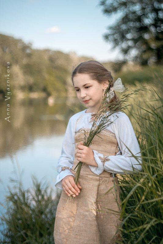 девочка. детский портрет, фотосессия на природе, фотограф лисичанск. портрет, У рекиphoto preview