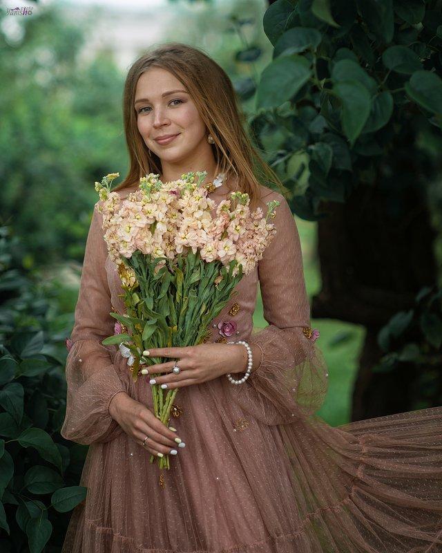 портрет, парк, весна, девушка, цветы, розовый, женщина, нежный Евгенияphoto preview