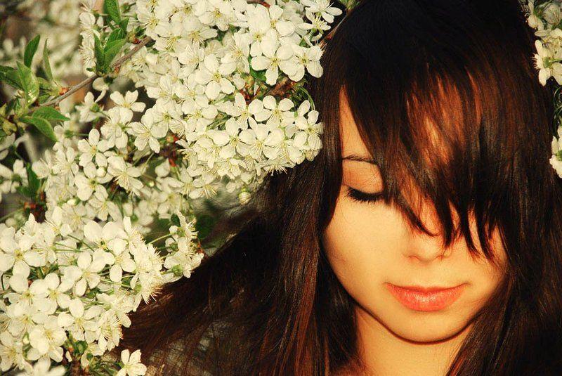 весна, девушка весна в лучах заката....photo preview