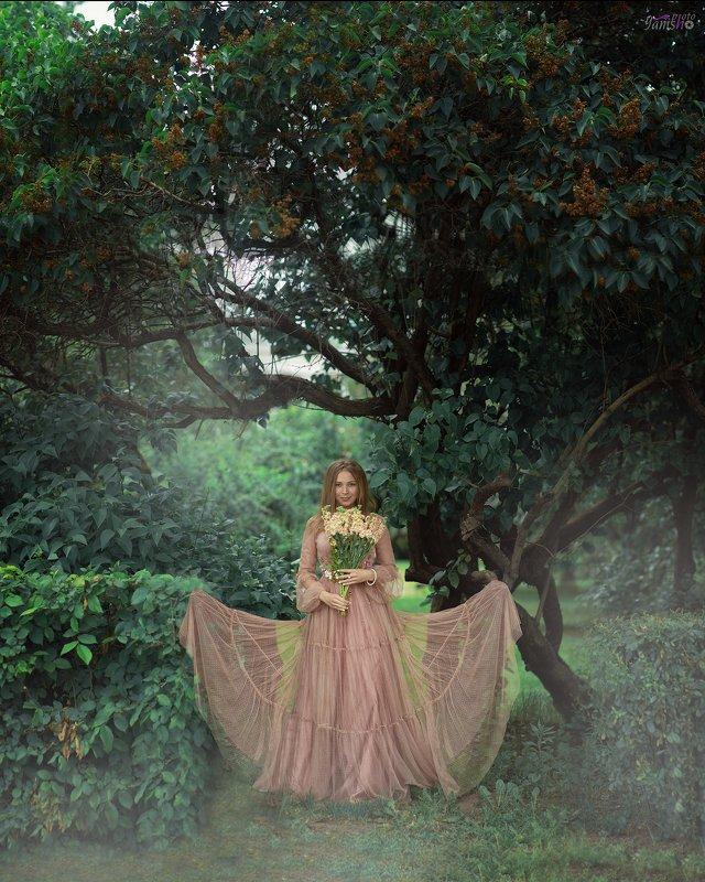 девушка, портрет, парк, розовый, цветы, весна, красиво В паркеphoto preview