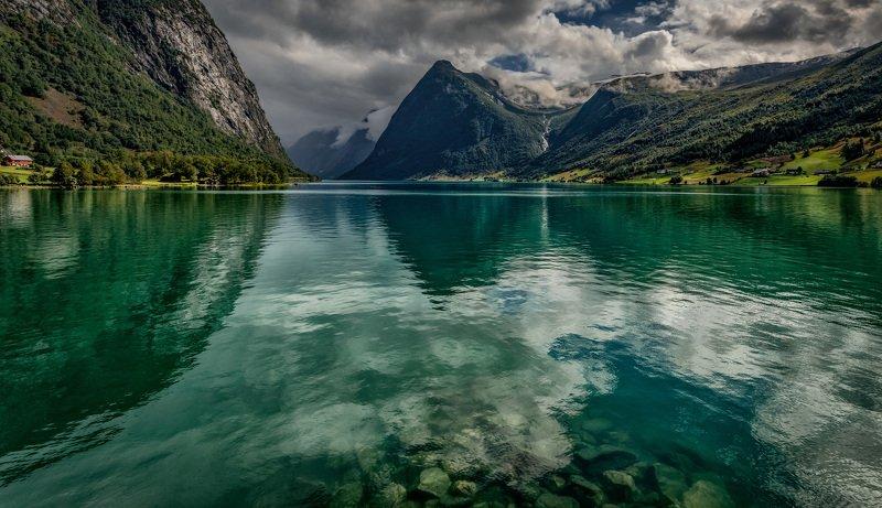 горы, озеро зеленые водыphoto preview