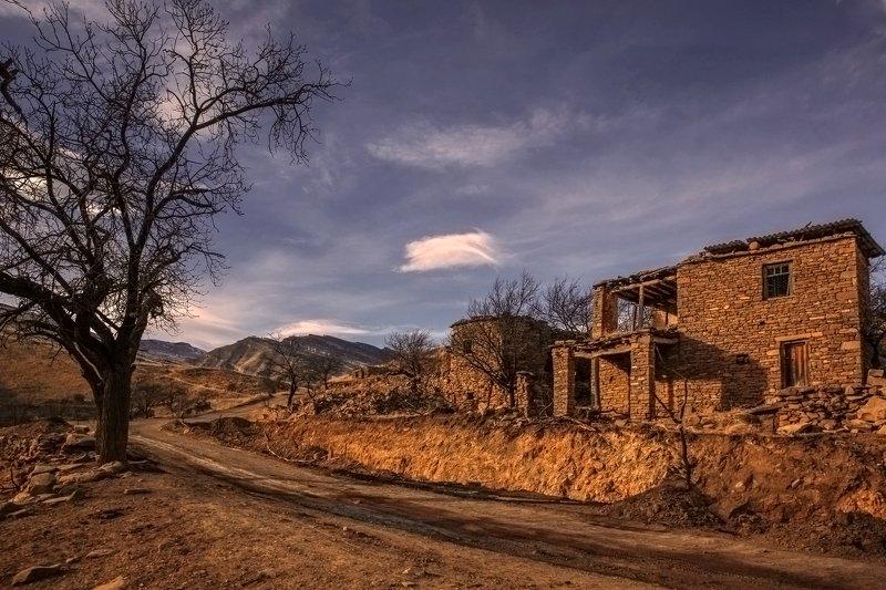 дом,хутор,горы,вершины,пейзаж,небо,деревья,дагестан,природа Домик у дороги..photo preview