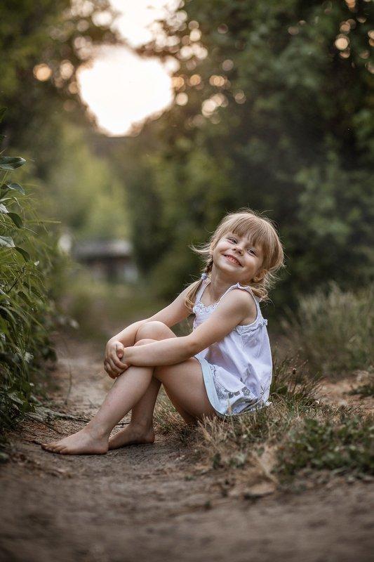 девочка, портрет, детство, лето, закат, прогулка, милая, улыбка, веселая,  Милаphoto preview