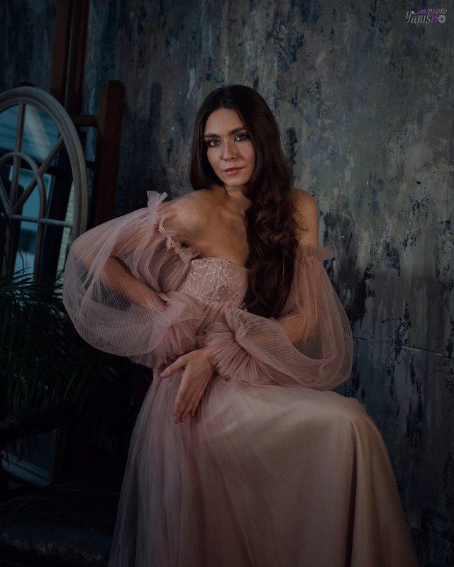 портрет, розовый, фатин, студия, низкий ключ photo preview