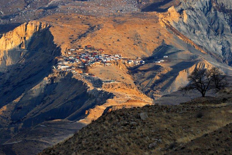 аул,село,горы,вершины,пейзаж,небо,деревья,дагестан,природа Горное селение..photo preview