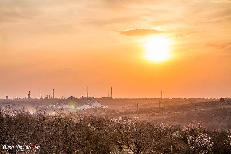 фотограф Лисичанск, Лисичанск, закат, пейзаж, природа, завод, весна, НПЗ на горизонтеphoto preview