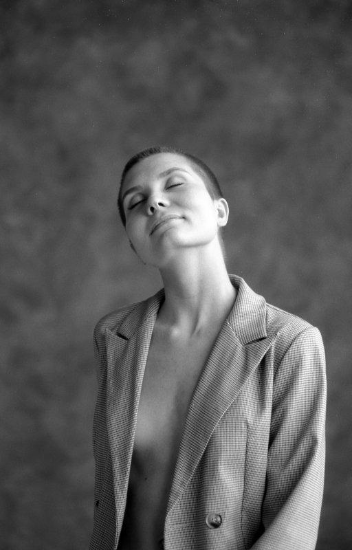 портрет, портретная фотография, женский портрет, естественный свет, студийный портрет, красота, женственность, пленка, пленочная фотография Таняphoto preview