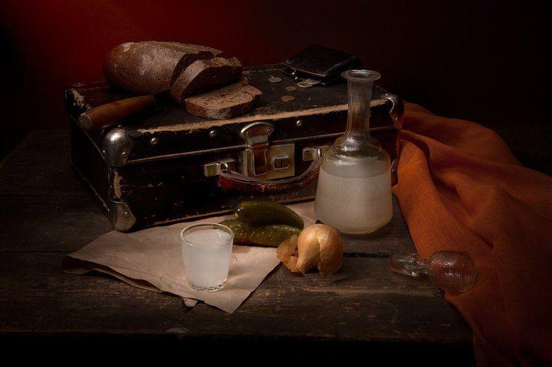 Винтаж, Самогон, Хлеб, Чемодан Самогон и старый чемоданчикphoto preview