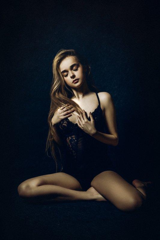 woman, portrait, studio, beauty The Feeling Insidephoto preview