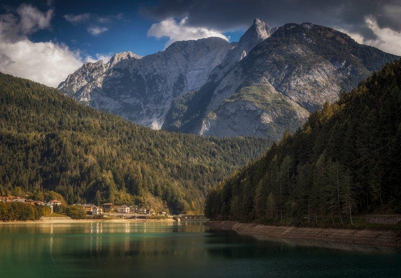 горы, озеро по ту сторону горphoto preview