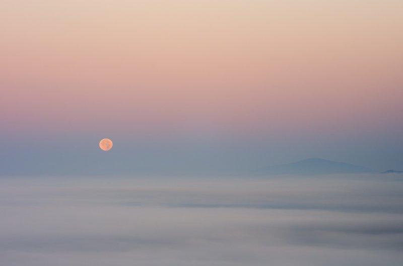 moon, foggy, morning, autumn, mountains, babia góra, Moonphoto preview