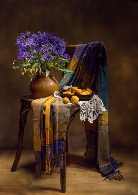 натюрморт, абрикосы, васильки, стул, лютики Абрикосовое лето.... фото превью