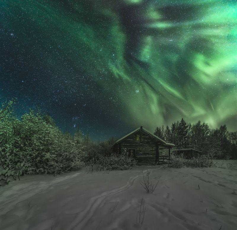 архангельская обасть, ночное фото, лес, русский север, северное сияние Домикphoto preview