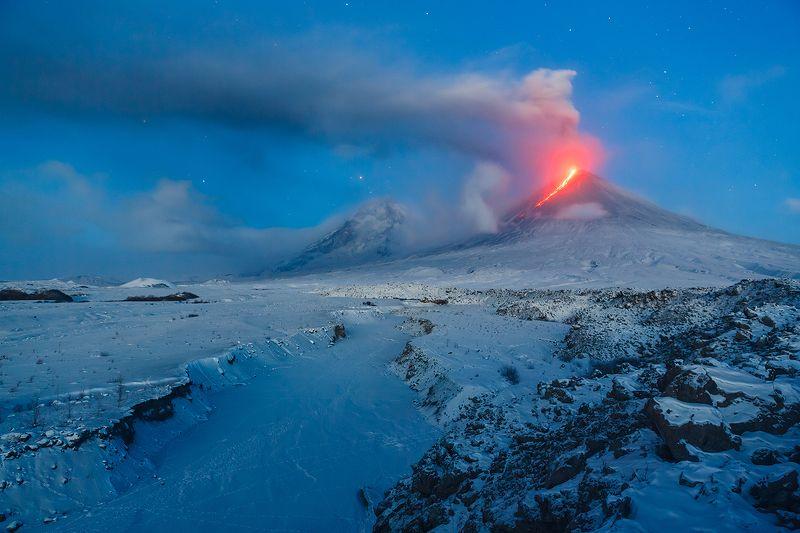 Камчатка, вулкан, извержение, природа, путешествие, фототур, пейзаж, лава, рассвет, звезды Огонь на рассветеphoto preview