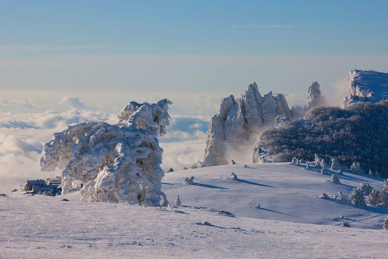 крым, ялта, зубцы ай-петри, ай-петри, море, черное море, пейзажи крыма, фотограф ялта, туман, снег, мороз, циклон Зима на плато Ай-Петриphoto preview