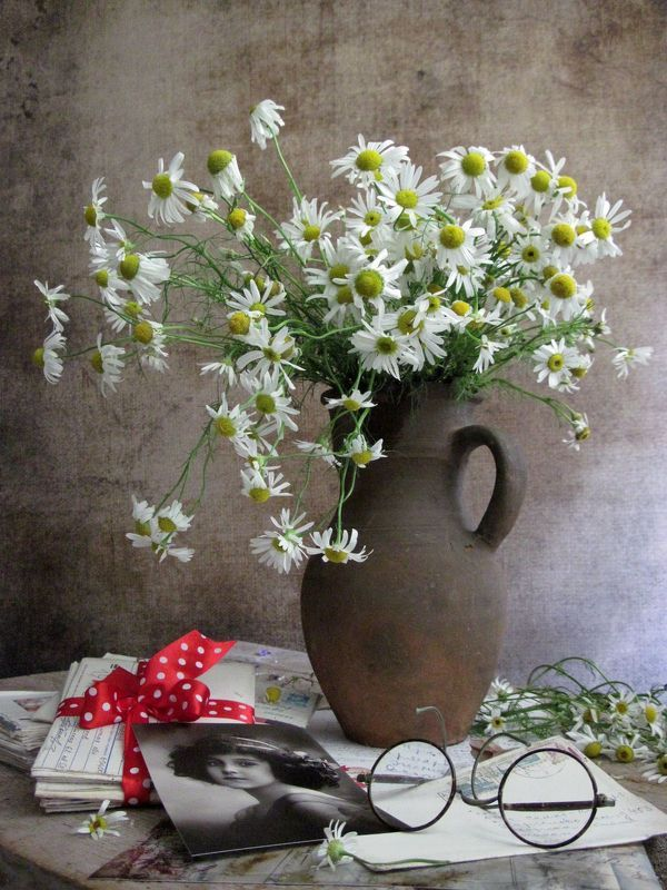 цветы, букет, ромашки, старые письма, фото девушки, ретропортрет. очки, винтаж Письмо из Прагиphoto preview