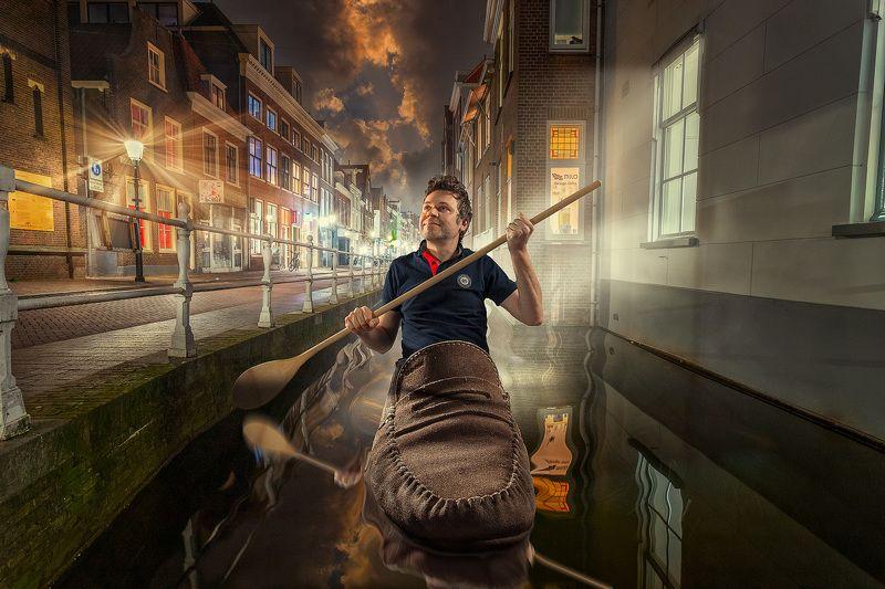 нидерланды, канал, мужчина, ботинок, ночь, ложка Голландский гондольерphoto preview