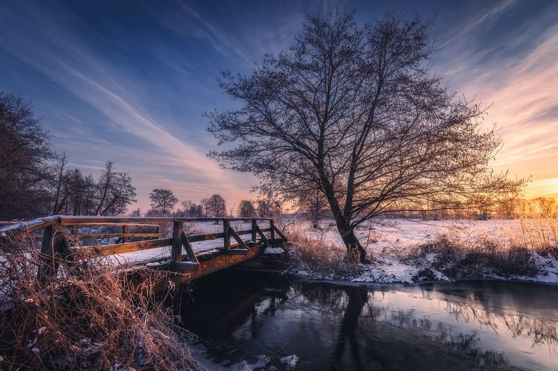 #sunrise #river #morninglight #winter #poland #sunnyday #morning Mroga riverphoto preview