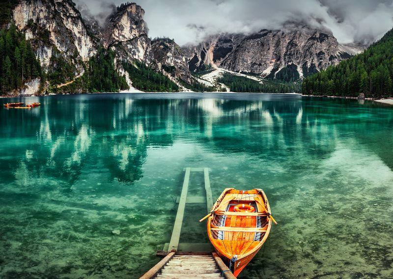 горы, озеро лодкаphoto preview