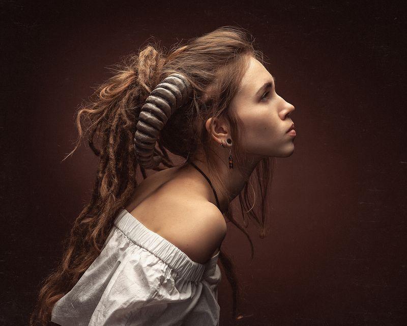 рога фавн девушка портрет Из серии \