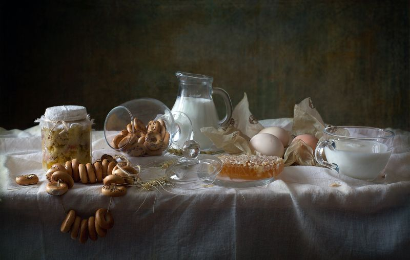 миламиронова, фотонатюрморт, еда, молоко, мёд, соты, баранки, сушки Pro мёд с молоком...photo preview
