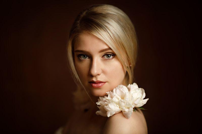 девушка взгляд портрет студия цветы Nadyaphoto preview