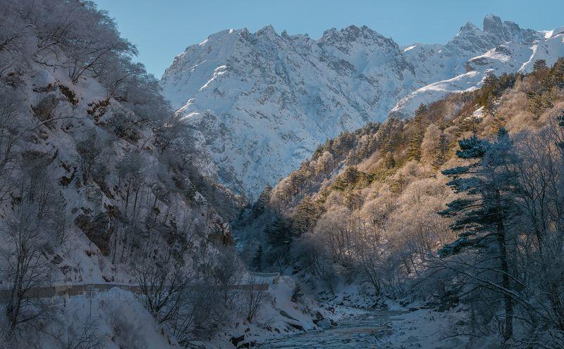 Гора, Кавказ, Кавказские горы, река Черек Балкарский, дорога, Уштулу, ущелье, иней, снег, зима, снежное, дневное, скалы, скалистое, освещение, лес, в инеи,  Дорога на Уштулуphoto preview